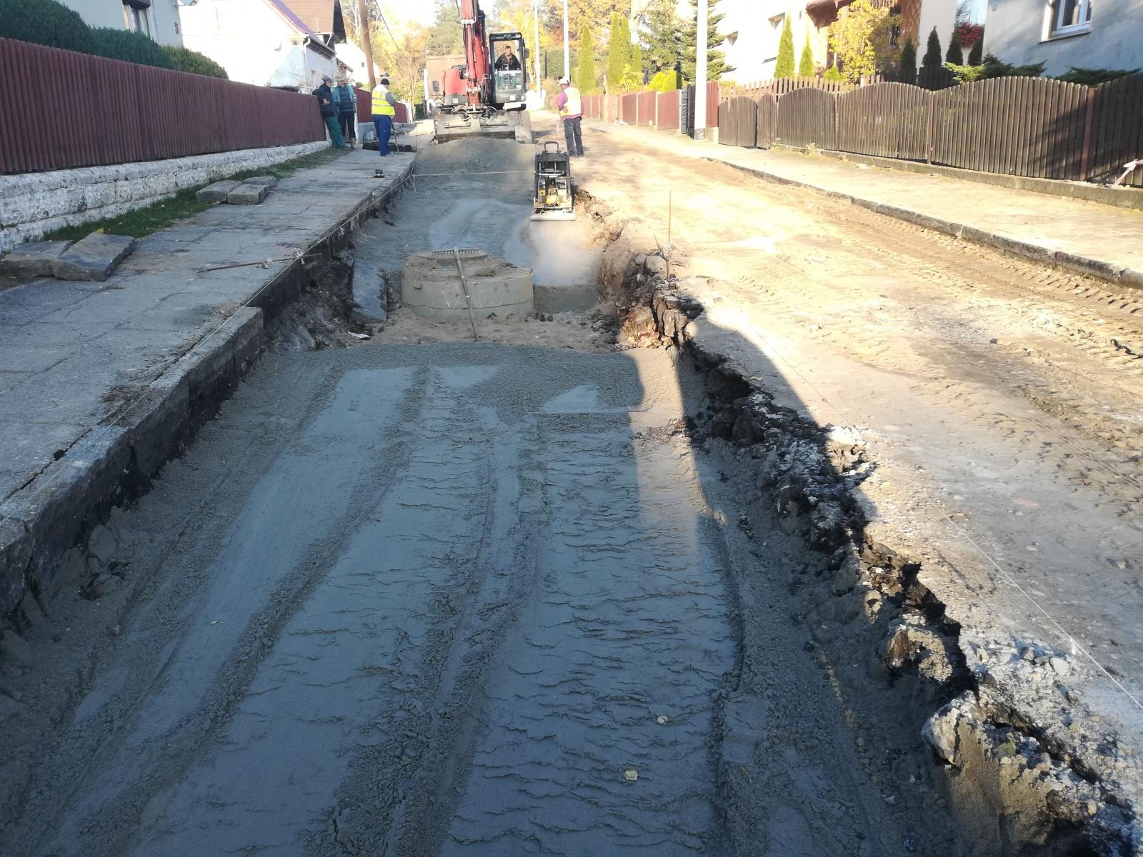 Budowa sieci kanalizacji sanitarnej,  deszczowej i wodociągowej w ul. Żurawskiej w Łęknicy